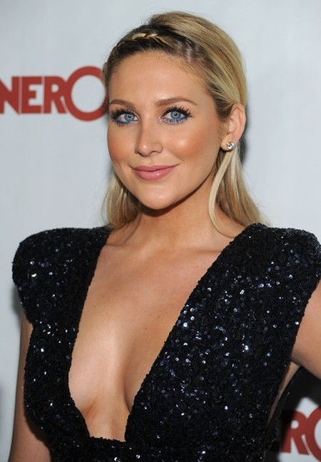Women..lucky guy stephanie pratt boob job comendo