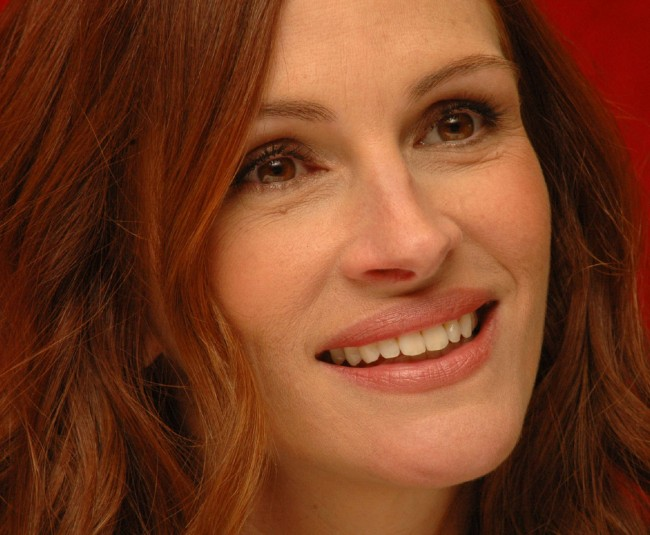 Julia Roberts face looking great