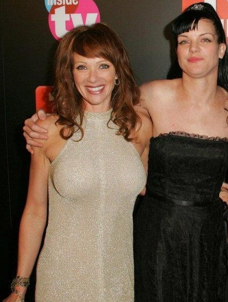 Lauren Holly breast