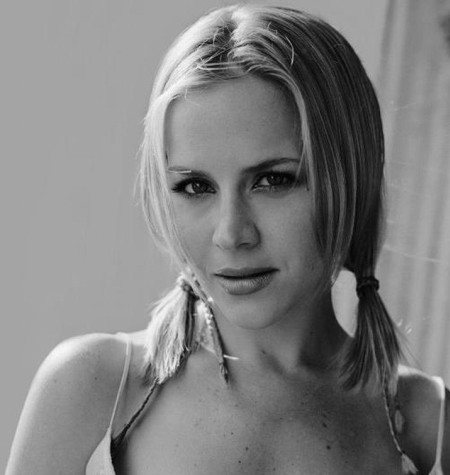 Julie Benz Youthful Look
