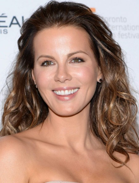 After Plastic Surgery Kate Beckinsales Teeth And Chin Look Much More Refined And Beautiful