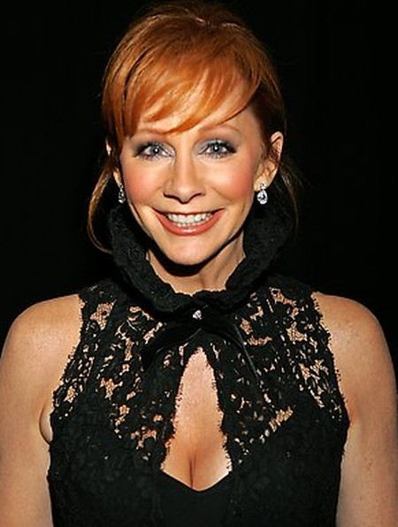 After Plastic Surgery Reba McEntires Face Is Tighter And Her Nose Has A Slightly Different Shape