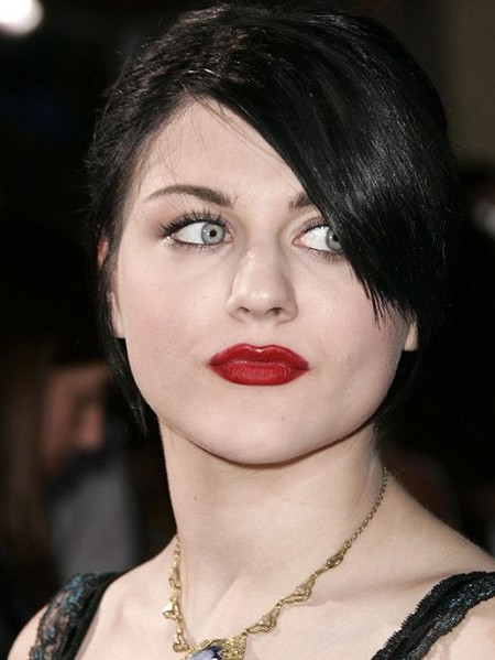 After Nose Job Frances Bean Cobain's Nose Looks Sharper And Thinner