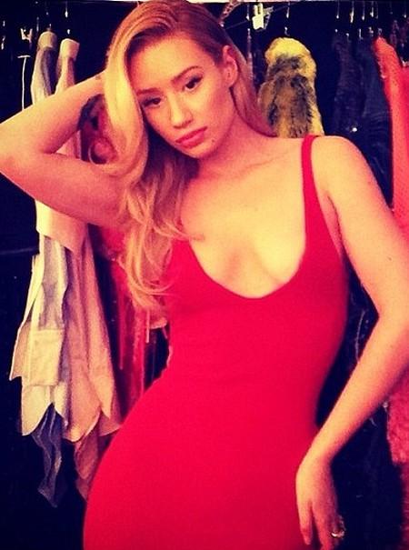 Iggy Azalea red dress
