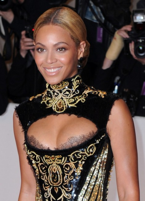 Beyoncé boobs Plastic Surgery