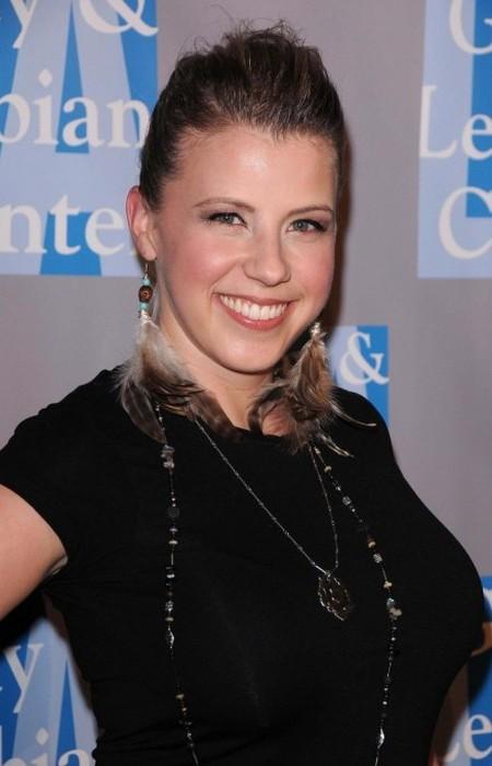 Jodie Sweetin beautiful smile