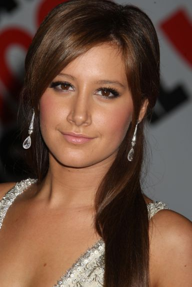 Ashely Tisdale Plastic Surgery after rhinoplasty