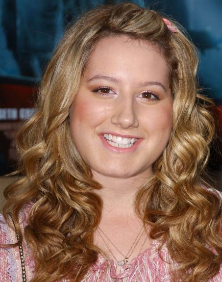 Ashely Tisdale Plastic Surgery before nose job