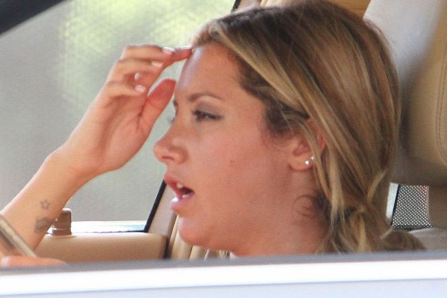 Ashely Tisdale Plastic Surgery before nose