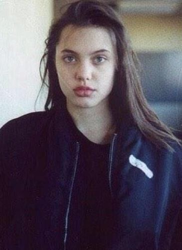 Angelina Jolie Young Photo
